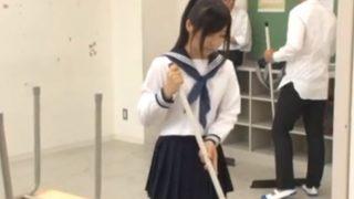 【JK角オナ】掃除時間なのに角オナニー始めてしまう女子生徒 放課後も続けて白パンツの上から押し当て