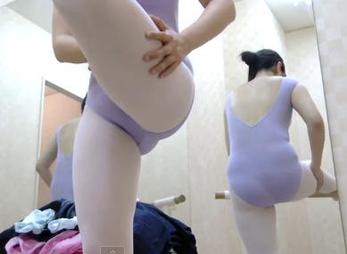 女子大生の生着替えを盗撮!スポーツジムでエッチな下着姿を晒す大学生