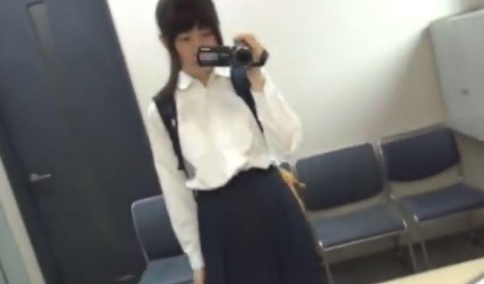 【女神JK】素人女子●生がトイレ、カラオケで自撮り配信 貴重なセルフオナニー動画