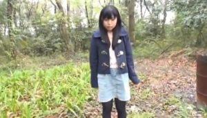 小柄なロリ美少女に森でぷりけつ露出をさせたりプールで穴をほじくったり