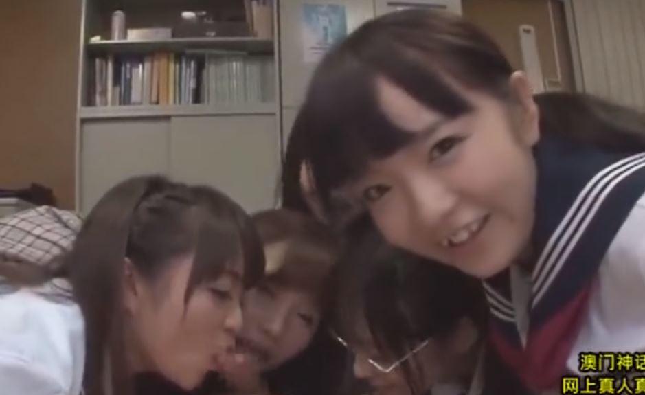【JKハーレム】制服ロリっ子たちに囲まれながらシコシコ…全身を舐められながらS気たっぷり少女達に抜かれる