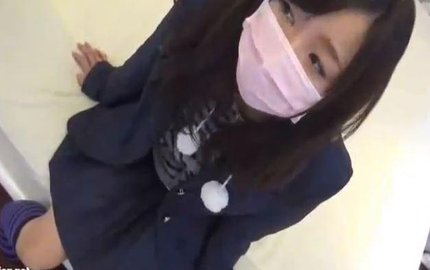 【個人撮影】細身の素人制服ちゃんと援交 マスクで顔を隠すJK少女のロリパンツがえちえち