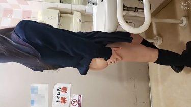 【JKトイレ円光】買い物デート帰りに店のトイレで抜いてくれた素人J校生の彼女(個人撮影・無修正)