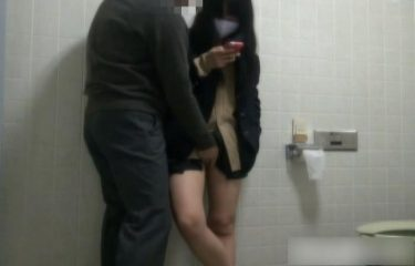 【JK援交】面倒そうにトイレでパパ活する現役女子高生 最後は生挿入からの射精 過去に販売されていたリアルな個人撮影