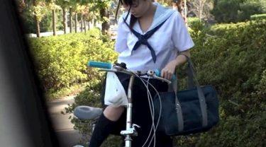 【JKオナニー】自転車通学の田舎高校少女が人気のない道でサドルオナする様子 なつめ愛莉